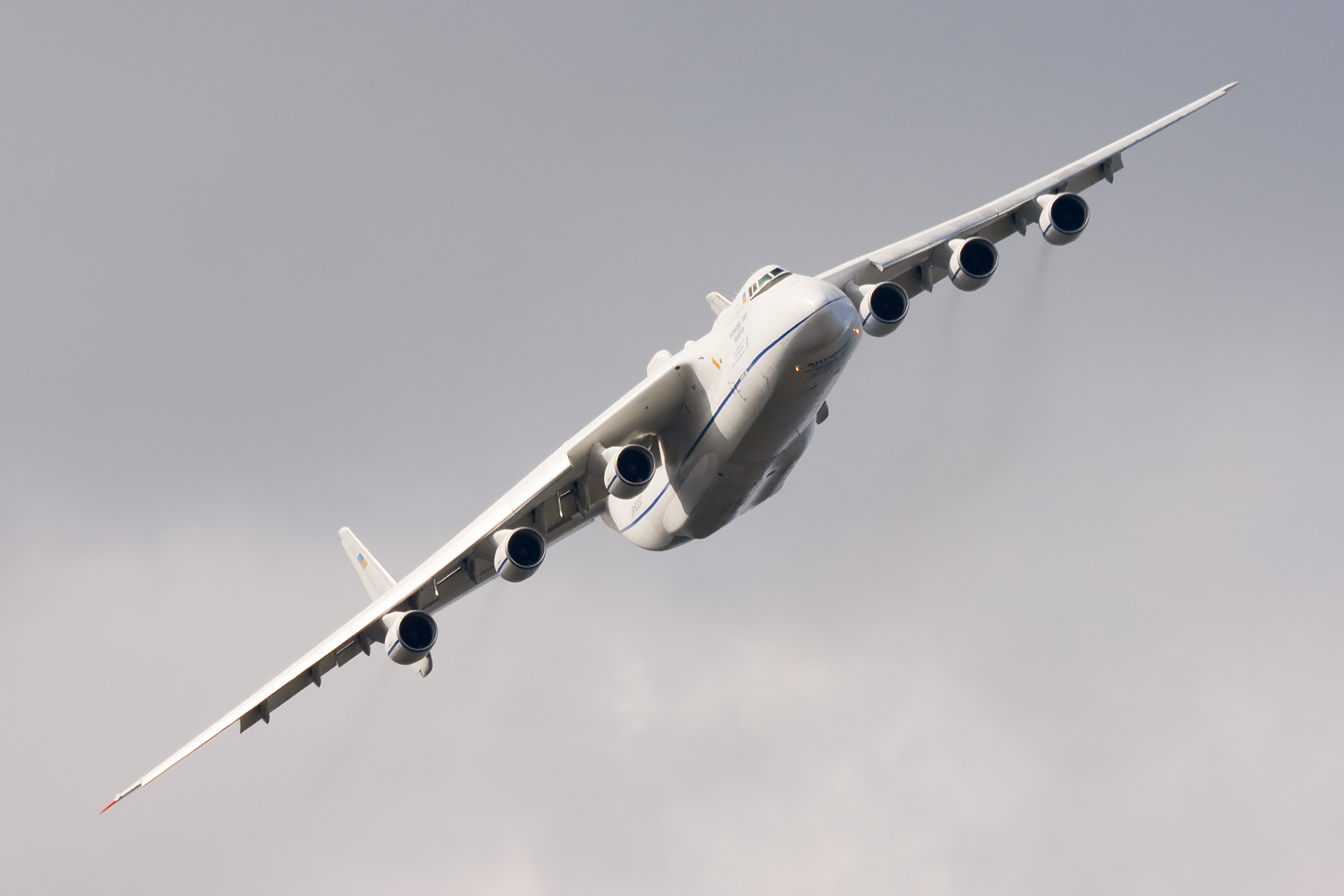 Antonov An-225 M...C 17 Takeoff Video